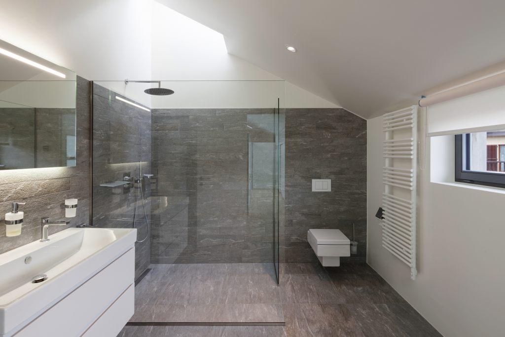 Bodengleiche und barrierefreie Dusche