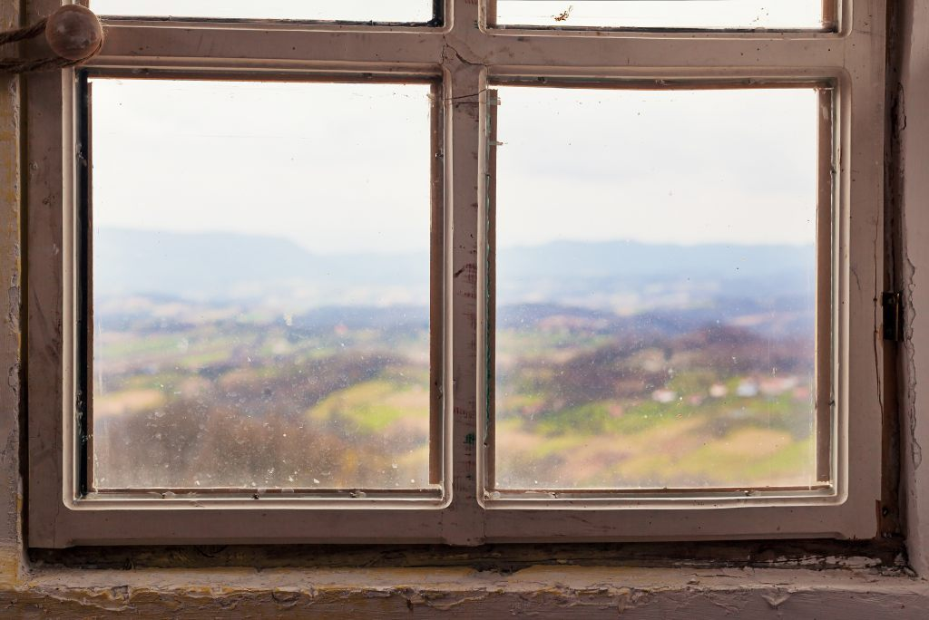 altes undichtes Fenster