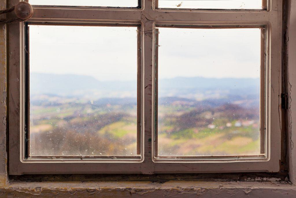 Wärmeverlust und Lärmbelästigung - über Ursachen und Vermeidung von Undichtigkeit im Haus
