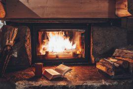 Eine Feuerstätte im Haus