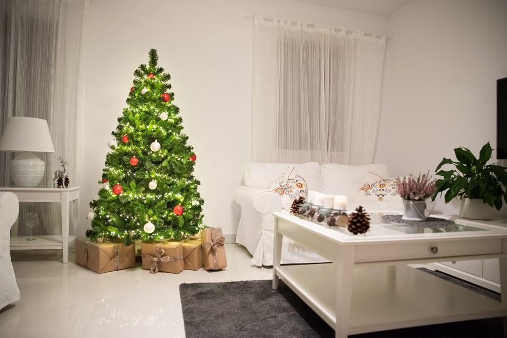kuenstlicher-weihnachtsbaum-aus-pvc
