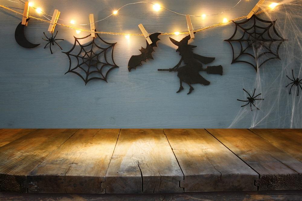 Spinnen und Fledermäuse aus Papier