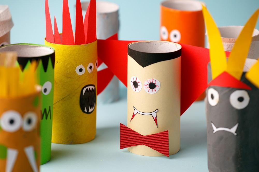 Monster aus Papierrollen