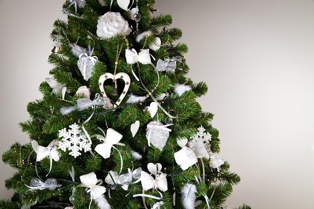 kuenstlicher-weihnachtsbaum