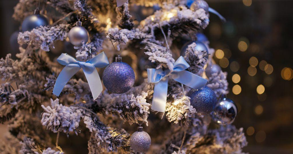 blaue-weihnachtskugeln-nord