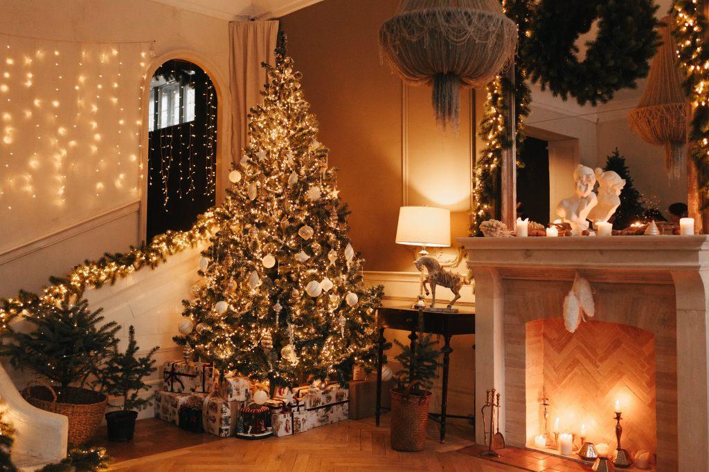weihnachtsbaum-kaminfeuer-sued