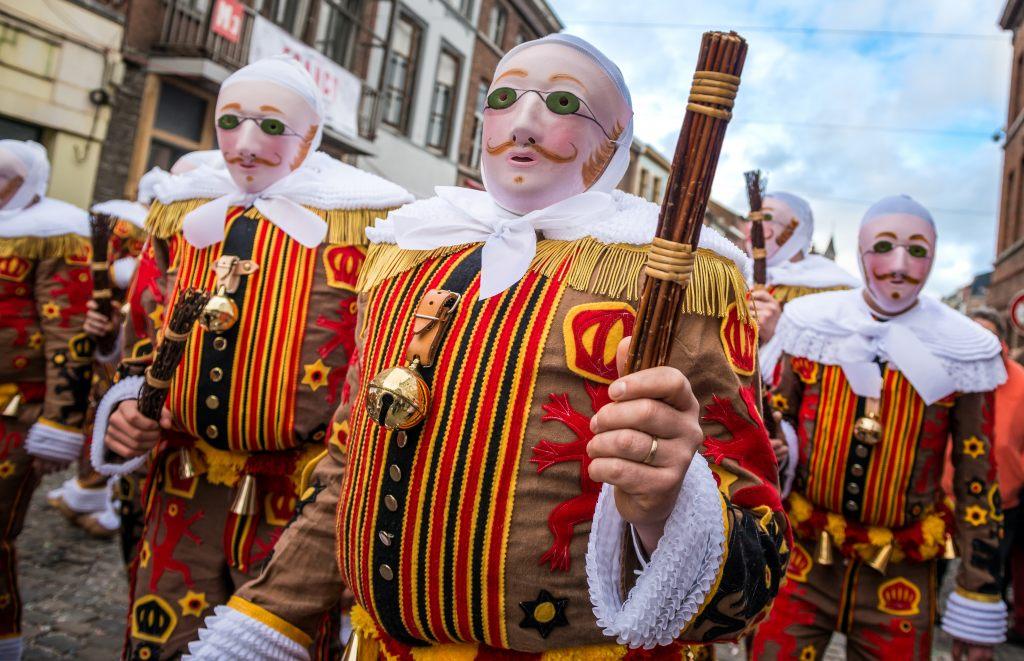 gilles-karneval-in-binche