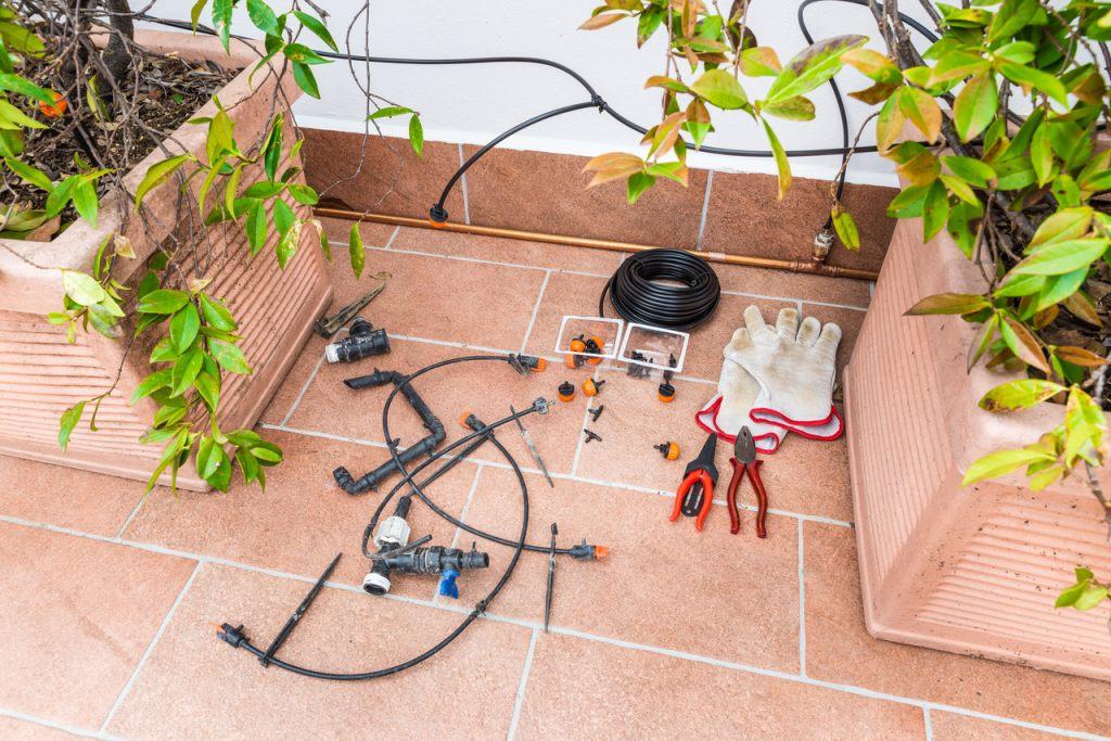 montage-bewässerungssystem-fuer-topfpflanzen-frauentag-geschenk