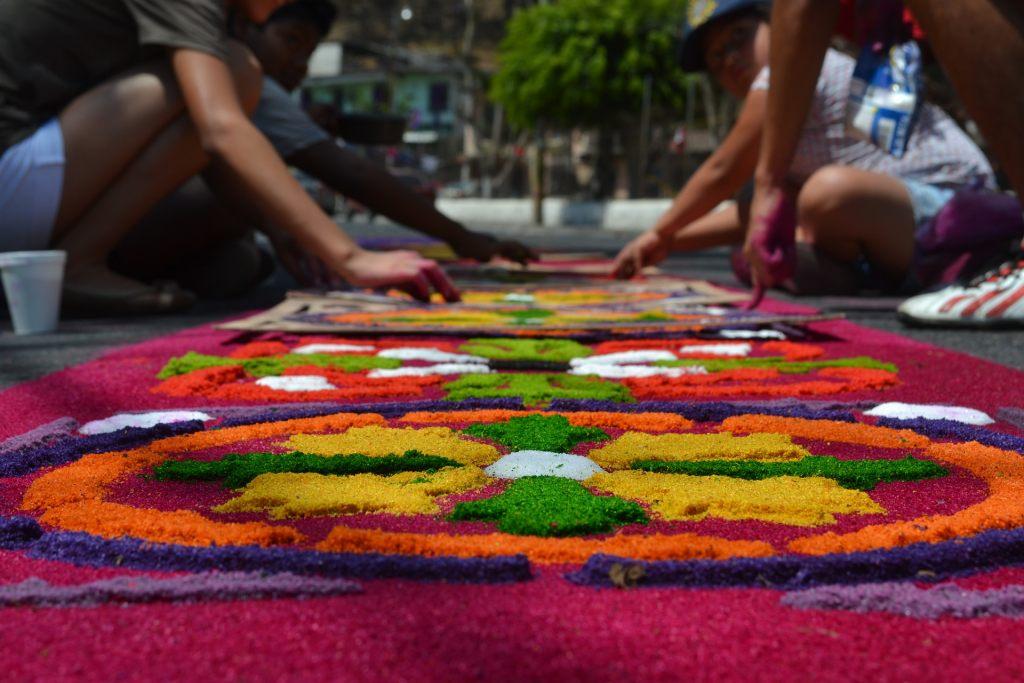 sandteppich-in-guatemala-am-ostern