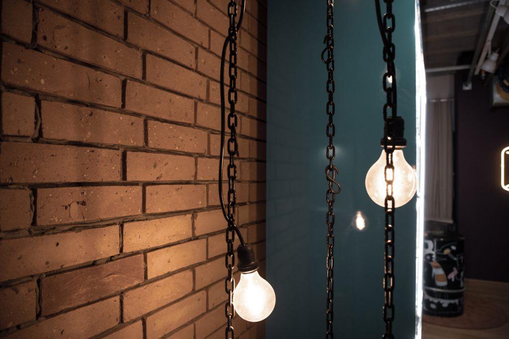industrielle-beleuchtung-hangelampe-mit-kette