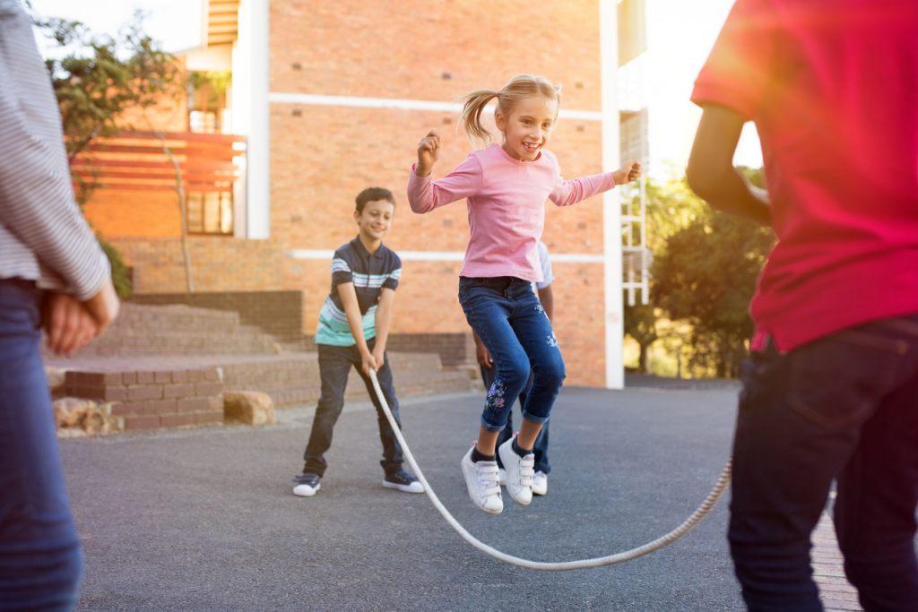 springseil-seil-springen-kinderspiel