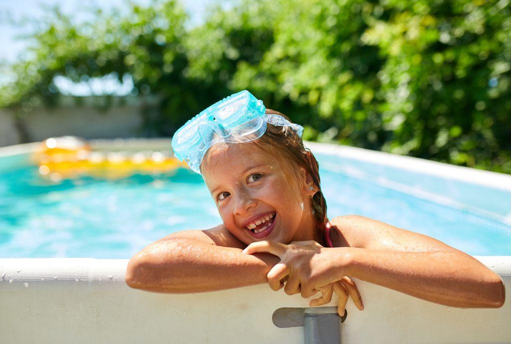 swimmingpool-urlaub-im-garten