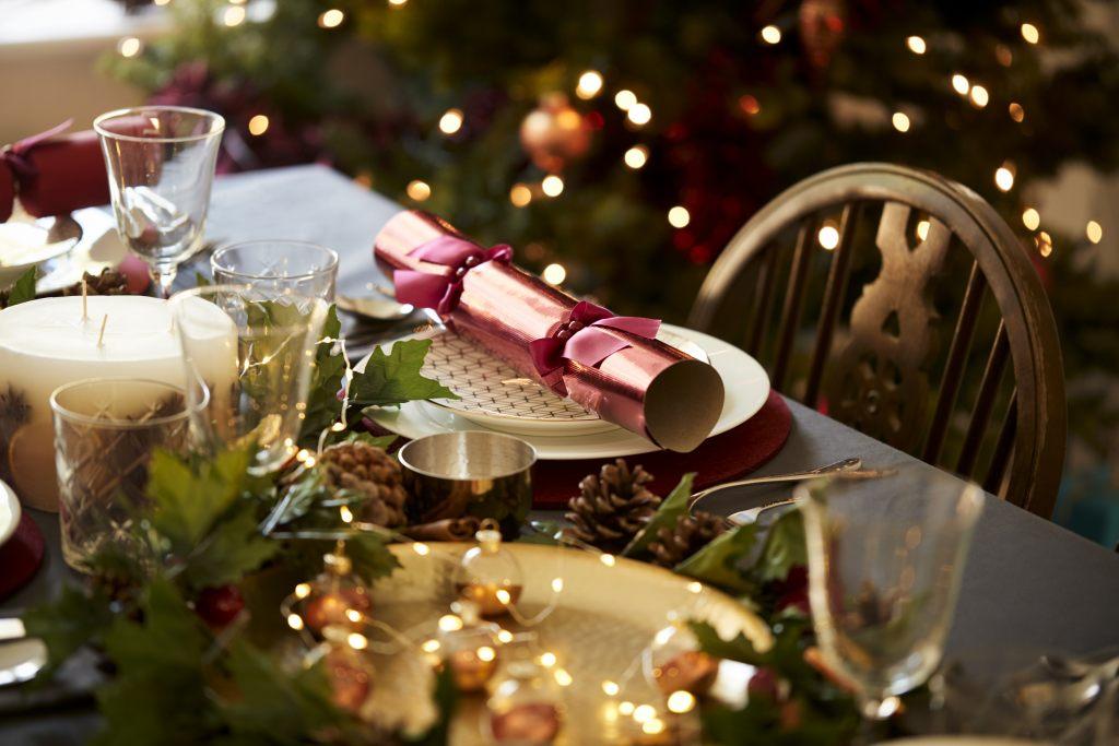 weihnachtsgerichte-am-weihnachtstisch