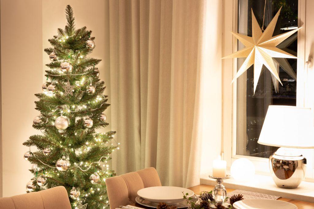 mit-einem-geschmuckten-weihnachtsbaum-kann-man-weihnachten-nur-lieben