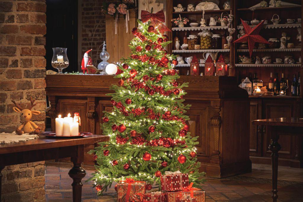 weihnachtsbaum-kann-den-einrichtungsstil-unterstreichen