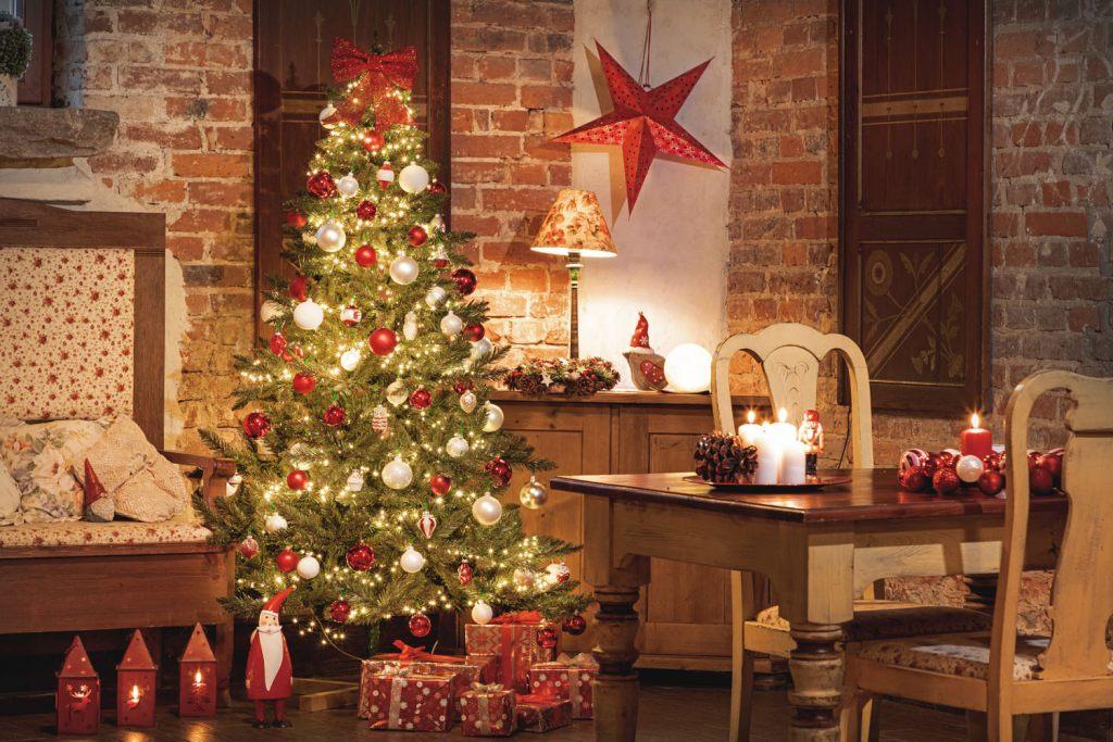 weihnachtsgeschenke-unter-einem-weihnachtsbaum