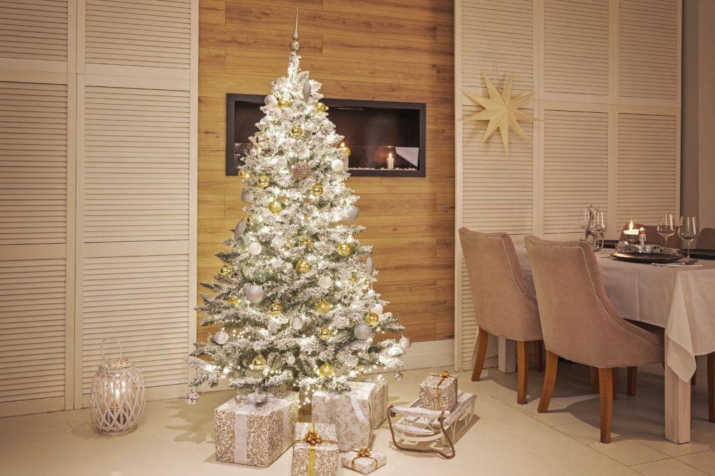 weihnachtsbaum-weiss-beschneit-bestseller-2020-von-fairytrees